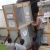 de collis opgestuurd via Wereld Missie Hulp worden afgeladen